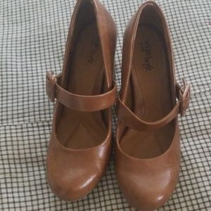 Eurosoft women's size 7.5m soft brown heels